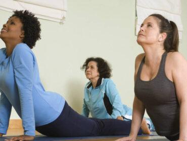 find yogaudstyr på udsalg eller tilbud