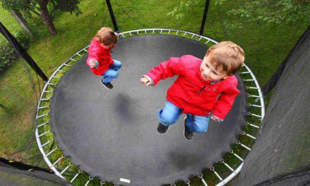 Find træningstøj og trampolin til familien her