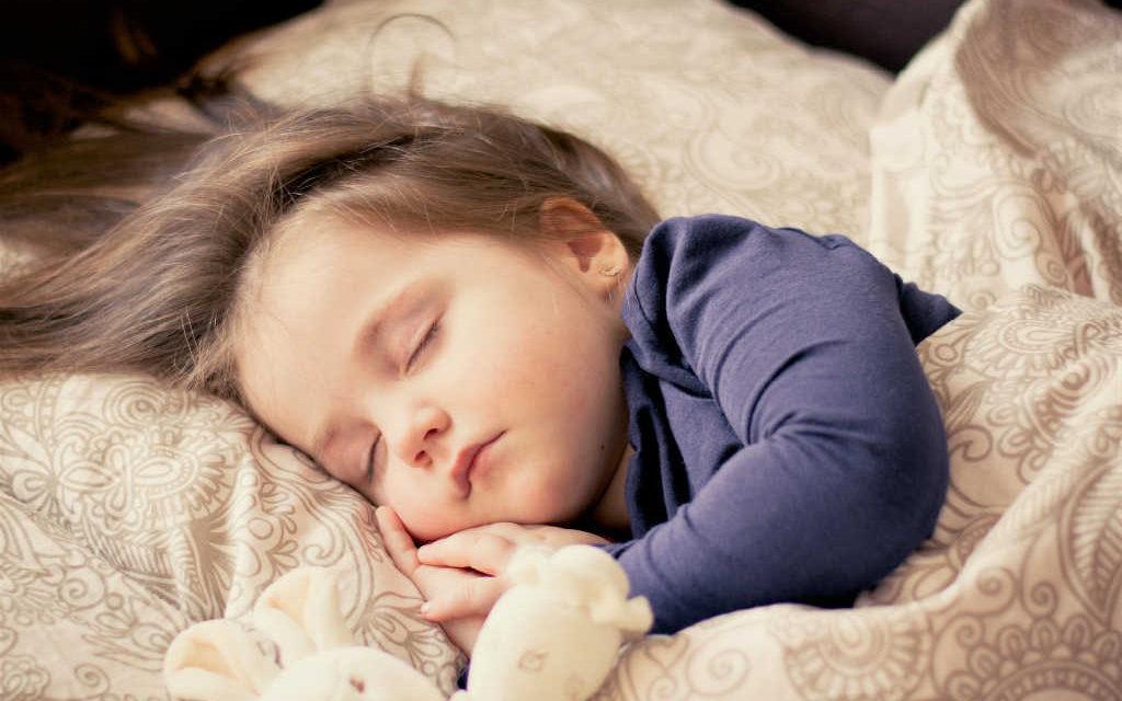 Skråpuder til børn 2018 – Læs hvorfor og hvilke for barnets skyld