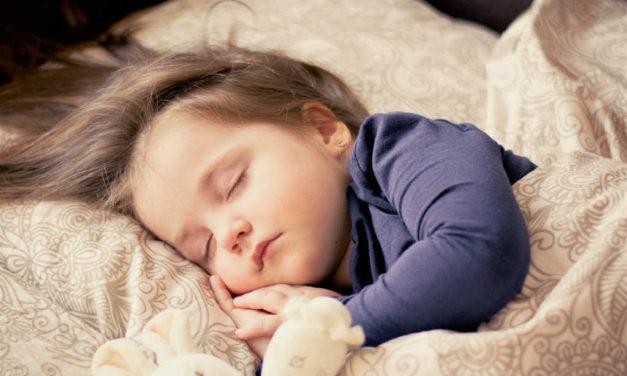 Skråpuder til børn 2017 – Læs hvorfor og hvilke for barnets skyld