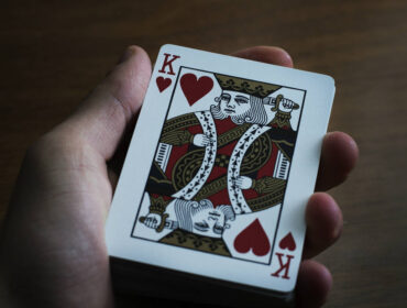 køb en god spillekortholder til ældre
