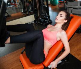 Køb den rigtige benpres maskine til træning af lår og læg