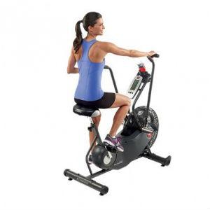 brug en kombination af motionscykel og crosstrainer